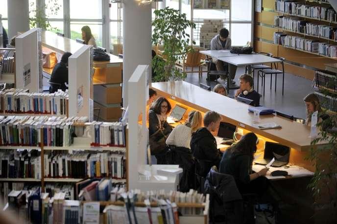Dans la médiathèque du MBA d'Audencia Nantes, en mai.