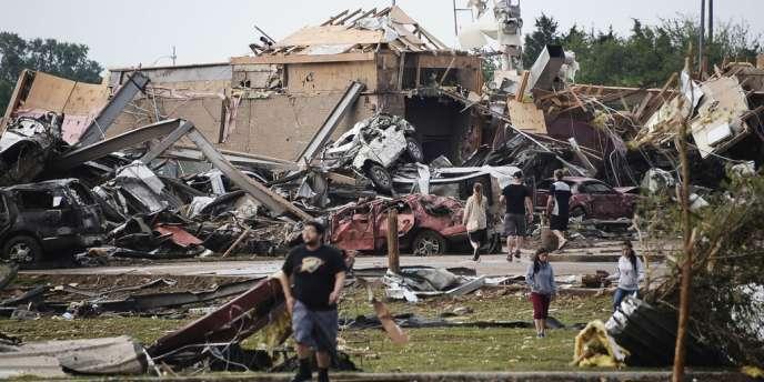 A Moore, Oklahoma, après le passage de la tornade, lundi 20 mai.