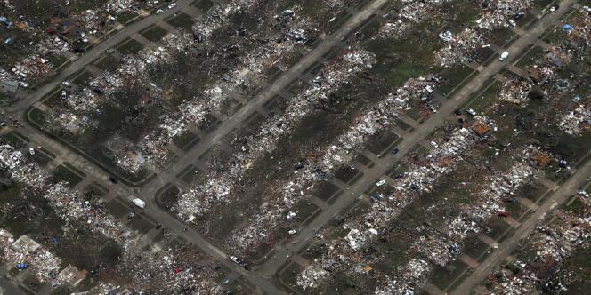 Vue aérienne montrant l'étendue des destructions à Moore, mardi 21 mai, au lendemain du passage de la violente tornade.
