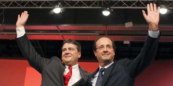 François Hollande et le président fédéral du SPD Sigmar Gabriel, le 5 décembre 2011.