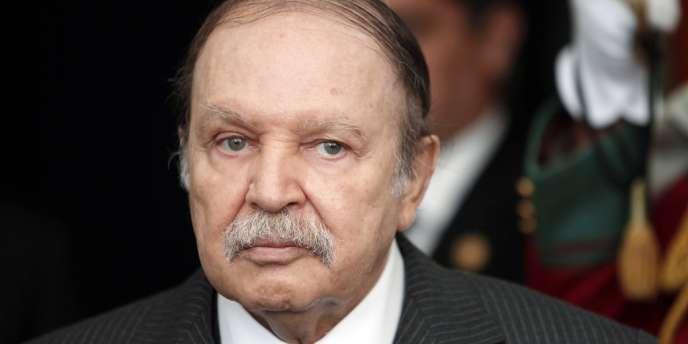 Le président algérien, hospitalisé depuis le 27 avril au Val-de-Grâce, a été transféré