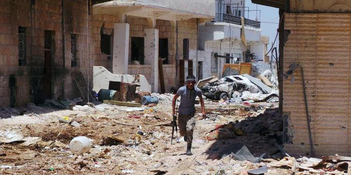 Un rebelle dans les rues de Qoussair, le 21 mai 2013.