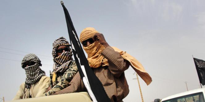 Le Mujao a revendiqué cette attaque contre «la France et le Niger, pour sa coopération dans la guerre» au Mali. Au moins 19personnes ont été tuées, essentiellement des militaires.