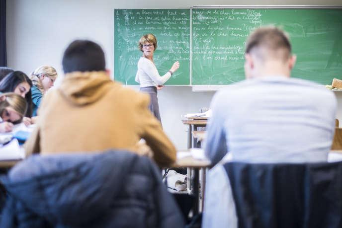 Cours de morale de Corine Vida à l'Athénée des Pagodes, une école secondaire de Laeken, au nord de Bruxelles.