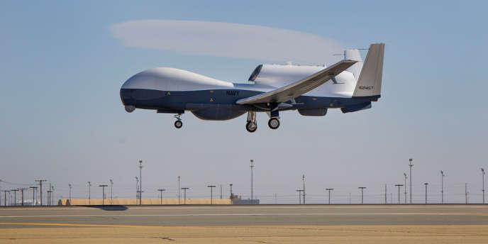 Un drone Triton, au cours de son premier vol à l'usine Northrop Grumman de Palmdale (Californie), le 22 mai.