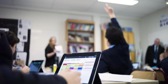 C'est en s'appuyant sur les nouvelles technologies que l'association Transapi invite les jeunes en rupture avec l'école à créer leurs propres cours.