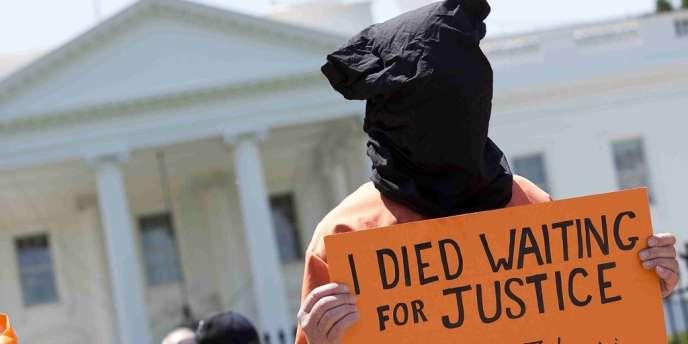 Manifestation pour la fermeture de Guantanamo devant la maison blanche, le 17 mai.