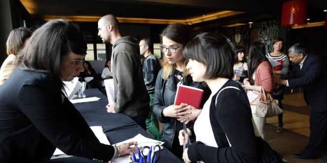 Une réunion pour l'emploi organisée à La Roca, près de Barcelone. Sur le front du marché du travail, la situation est inquiétante dans les pays périphériques de l'Europe, où le chômage des jeunes atteint des niveaux affolants : plus de 55 % en Espagne.