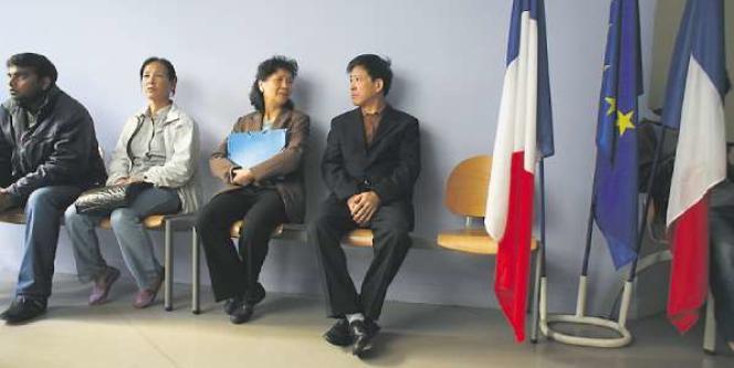 Après dix ans d'exil en France sans avoir obtenu de cartes de séjour, M. et Mme Zhang ont décidé de rentrer en chine.
