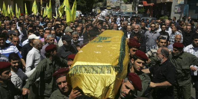Les funérailles d'un militant du Hezbollah mort en Syrie, dans la banlieue sud de Beyrouth, le 21 mai.