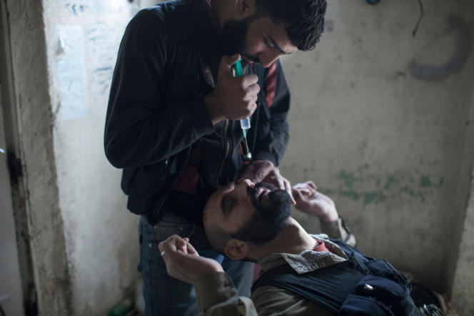 Depending on their location, fighters who have been victims of chemical gas attacks report that the gases were housed in simple shells, in rockets and even in grenades.