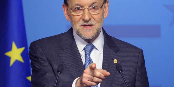 Près de 130 000 contribuables et 1 500 entreprises ayant leur résidence fiscale en Espagne ont déclaré des biens pour une valeur de 87,7 milliards d'euros à l'étranger, a annoncé le chef du gouvernement, Mariano Rajoy, mercredi 22 mai, à l'issue d'une réunion du Conseil européen à Bruxelles.