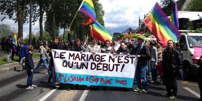 Cortège à Tours en faveur du mariage homosexuel, samedi 25 mai.