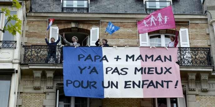 Opposants à la loi autorisant le mariage entre homosexuels, dimanche à Paris.