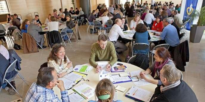 Comme dans treize autres régions françaises, des groupes de citoyens lillois ont discuté de l'énergie, samedi 25 mai, suivant une méthode danoise de démocratie participative.