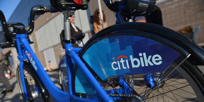 Quelque 14 000 amateurs impatients avaient pris leur abonnement annuel (103 dollars) avant même le lancement, qui s'est déroulé sans incident, à part un vélo volé.