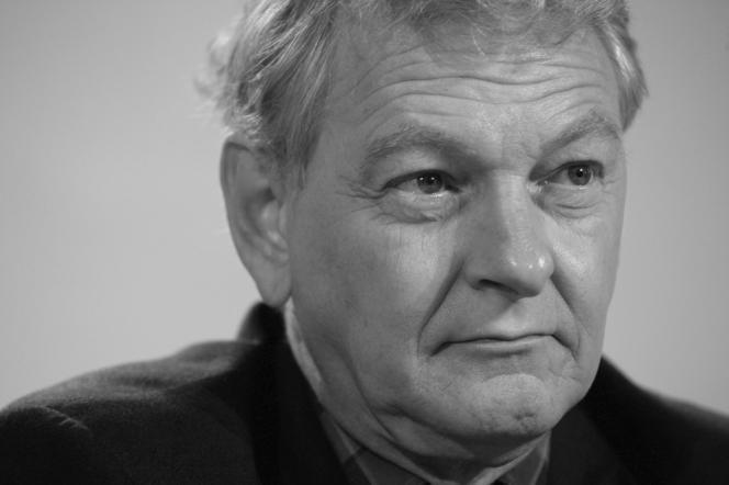 Guy Carcassonne, professeur de droit public a Paris X