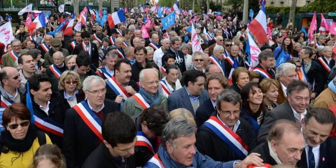 Des élus ont défilé à la manifestation contre le mariage gay, le dimanche 26 mai à Paris.