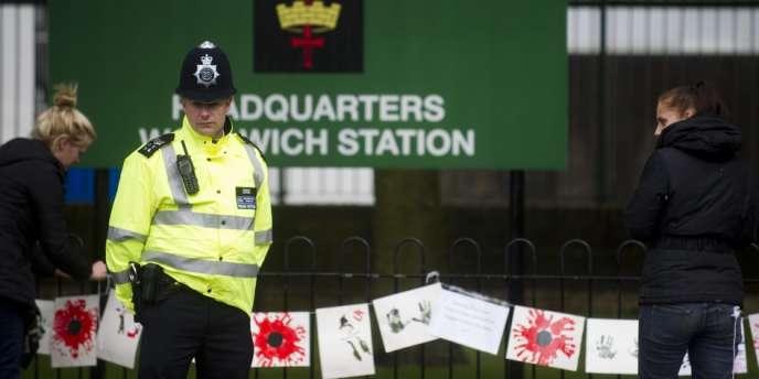 Les enquêteurs britanniques se sont exprimés vendredi 31 mai au moment de l'ouverture de l'enquête judiciaire sur le meurtre du soldat à Londres le 22 mai dernier.