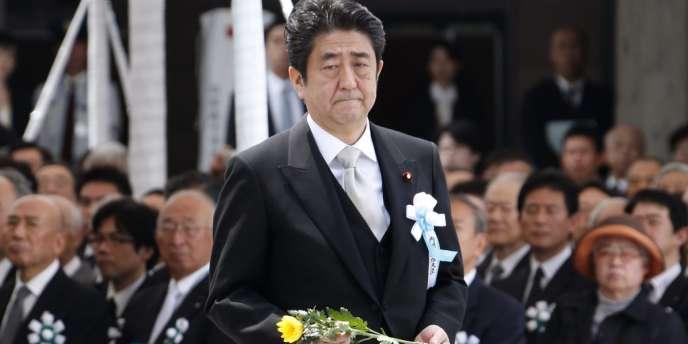 Le premier ministre japonais Shinzo Abe, lors d'un hommage rendu aux victimes de la seconde guerre mondiale, à Tokyo, le 27 mai.