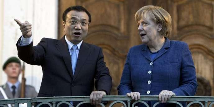 Le premier ministre chinois, Li Keqiang, et la chancelière allemande, Angela Merkel, le 26 mai, à Berlin.