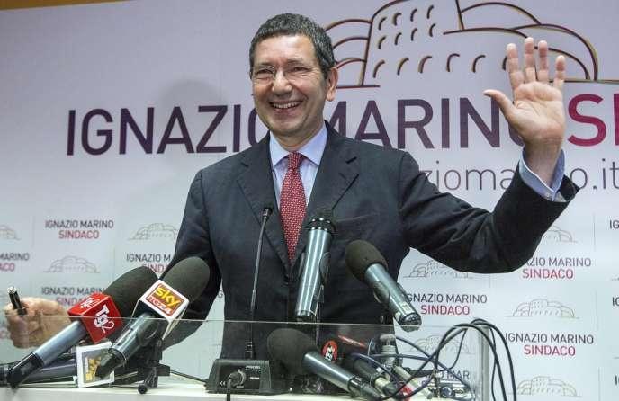 Ignazio Marino (photo), le candidat du Parti démocrate à Rome, a obtenu 43 % des suffrages contre 30 % au maire sortant, Gianni Alemanno (Peuple de la liberté).