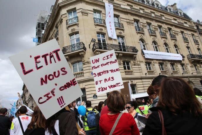 Une manifestation des employés du Crédit immobilier de France le 13 septembre 2012 à Paris.