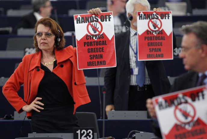 Au Parlement européen, à Strasbourg, le 17 avril. Les membres de la gauche unitaire européenne interviennent lors d'un débat sur la situation chypriote :