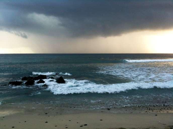 Le ciel s'assombrit sur le sable de nos plages.