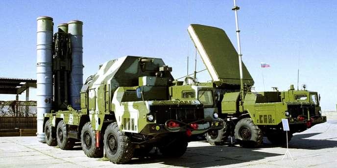 En 2010 Moscou avait signé avec Damas un accord pour la livraison de quatre batteries de missiles S-300, comprenant six rampes de tir et 144 missiles d'une portée de 200 km.