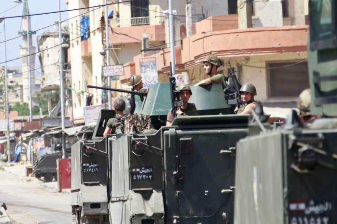 Des soldats de l'armée libanaise patrouillent dans Tripoli au Nord du Liban le 27 mai.