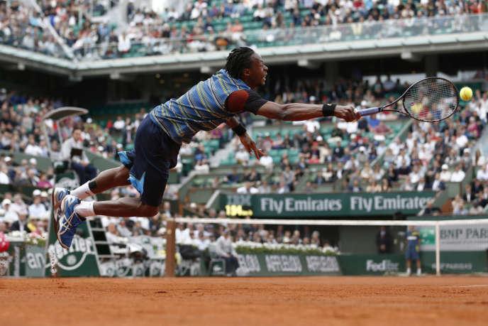 Gaël Monfils durant son match contre le Tchèque Tomas Berdych, qu'il a éliminé contre toute attente, lundi 27 mai à Roland-Garros.