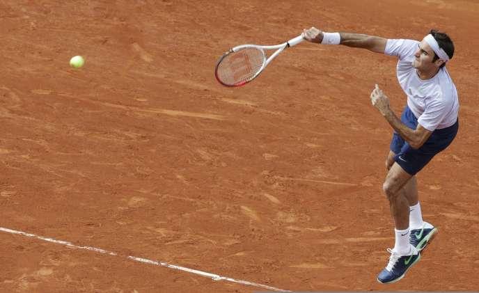 Roger Federer sur les courts de Roland Garros le 29 mai.