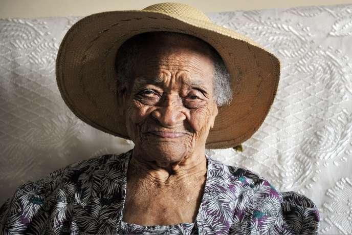 Irénise Moulonguet a eu trois filles et au total 75 descendants, dont 12 arrière-arrière-petits enfants.
