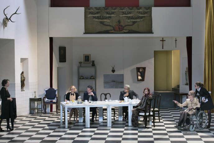 Le Tartuffe de Molière mis en scène par Luc Bondy au Burgtheater de Vienne.