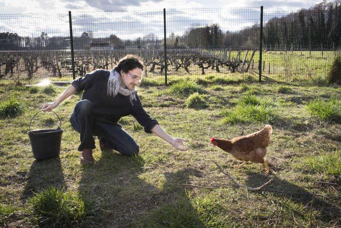 En Gironde, Patrick et sa femme Marie se sont convertis à une vie plus proche de la nature pour moins dépendre de la société de consommation.