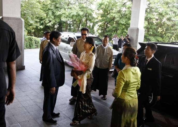 Shinzo Abe et Aung San Suu Kyi, le 25 mai à Rangoun.