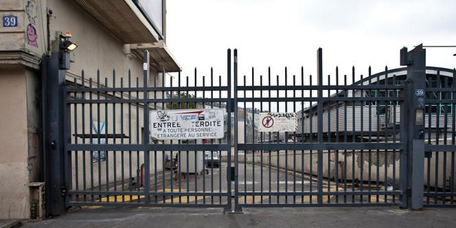 La première salle de consommation de drogue à moindre risque de Paris ouvrira ses portes à l'automne 2013 au 39 boulevard de la Chapelle, sur un site appartenant à la SNCF.