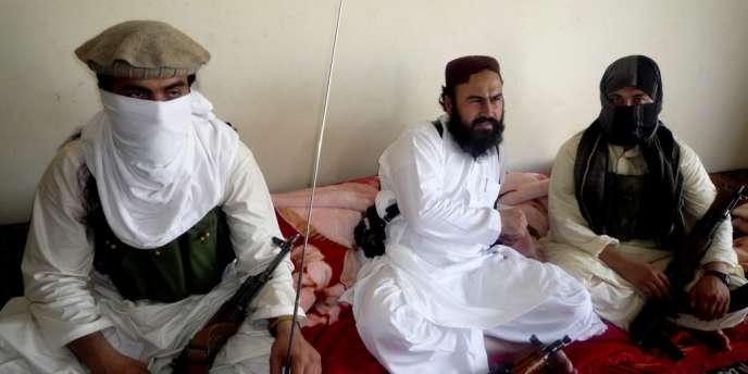 Wali Ur-Rehman (au centre) a été remplacé par l'un de ses adjoints, Khan Saïd.