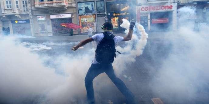 Violents affrontements à Istanbul entre policiers et manifestants contestant un projet d'urbanisation de grande envergure.