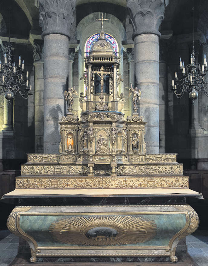L'objet de la discorde est un maître-autel du XIXe siècle, surmonté d'un retable classé en bois doré du XVIe siècle.