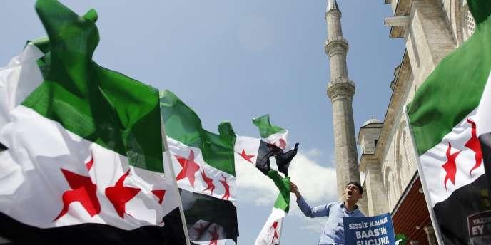 Manifestation anti-Assad, le 24 mai, à Istanbul, où était réunie l'opposition syrienne.