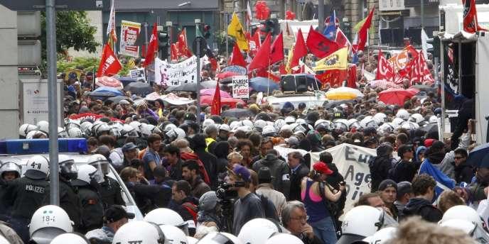 La manifestation contre l'austérité a rassemblé plusieurs milliers de personnes, le 1er juin à Francfort.