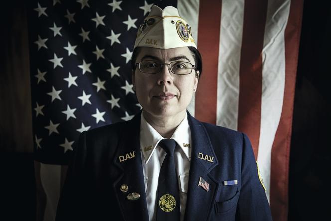 Ruth Moore avait 18 ans lorsqu'elle a été violée par son supérieur. Ce n'est que vingt-trois ans après que le département des anciens combattants a reconnu les faits, lui donnant  droit à une pension d'invalidité. Un projet de loi facilitant cette prise en charge a été proposé au Congrès en mai. Son nom : le Ruth Moore Act 2013.