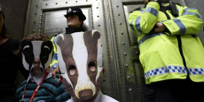 Les défenseurs des animaux, les citadins et l'opposition travailliste estiment cette pratique brutale et inutile.