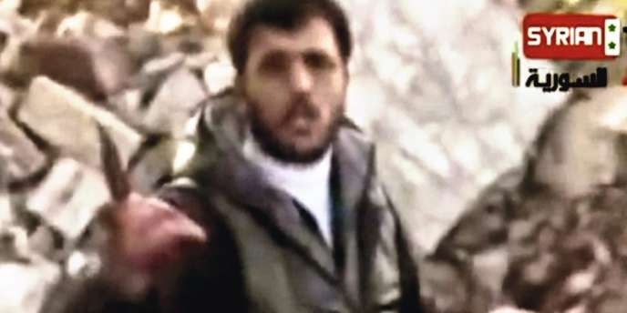 Dans une mise  en scène particulièrement  choquante, le  chef rebelle Abou Sakkar appelle  à
