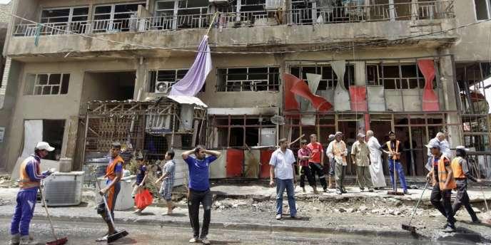 Un restaurant du quartier Ur de Bagdad soufflé par l'explosion d'une voiture piégée, jeudi 30 mai.