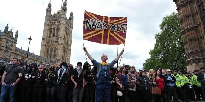 Un manifestant de l'UAF, le 1er juin à Londres.