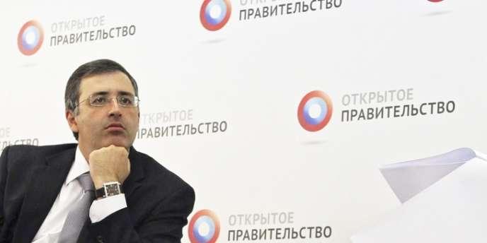 Sergueï Gouriev (à gauche), ici avec Dimitri Medvedev, en juillet 2012 à Moscou. Témoin dans l'affaire Khodorkovski, l'économiste russe a fui Moscou pour Paris.