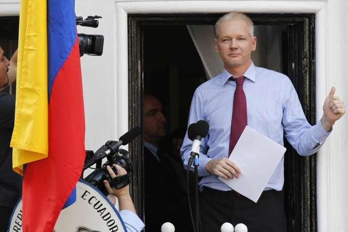 Julian Assange, au balcon de l'ambassade d'Equateur à Londres, le 19 août 2012.